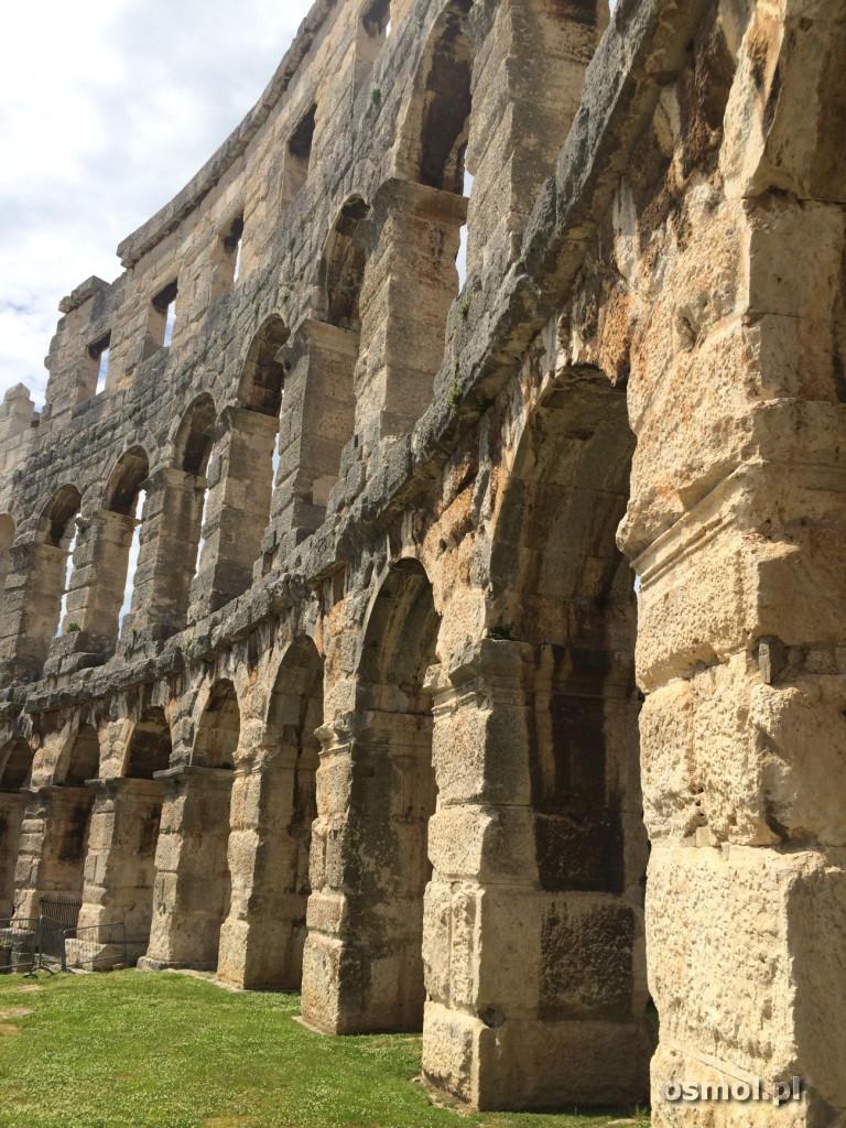 Pula - mur i luki amfiteatru