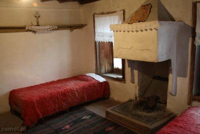 Sypialnia starszych ludzi z tradycyjnego domu albanskiego