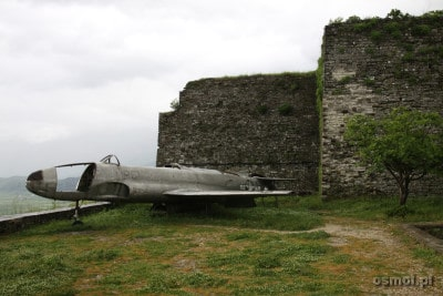 Samolot przechwycony przez albańskie wojska i zmuszony do lądowania