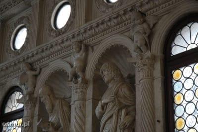 Aniolki rzezby w kosciele w Trogirze chorwacja