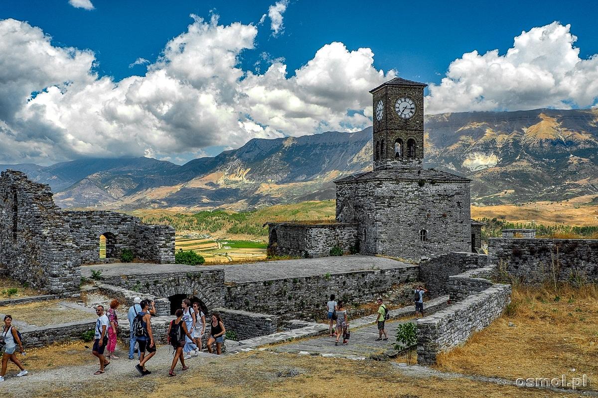 Zamek w Gjirokastrze a w nim wieża zegarowa