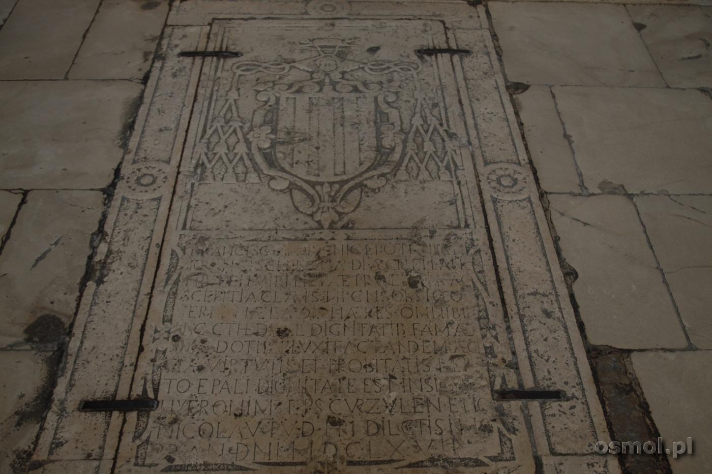 Plyta nagrobna katedra w Trogirze Chorwacja