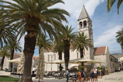 Promenada w Trogirze w Chorwacji