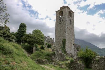 Odbudowana wieża w Starym Barze