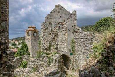 Wieża w zrujnowanym Starym Barze