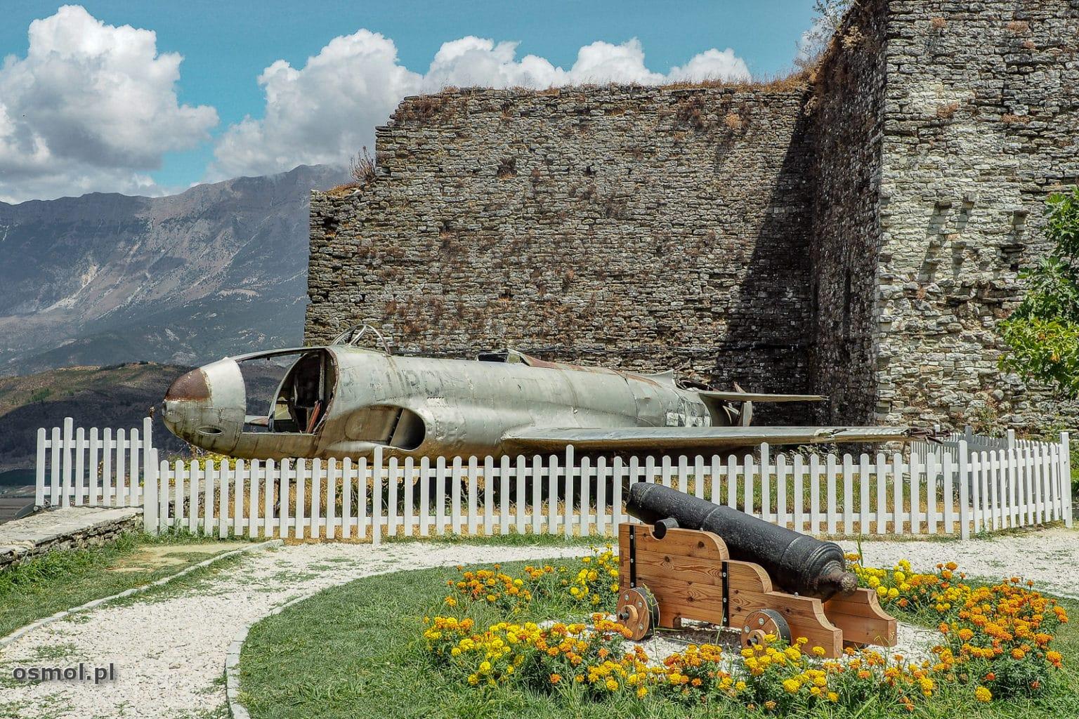 Samolot Lockheed T-33A - zamek w Gjirokastrze