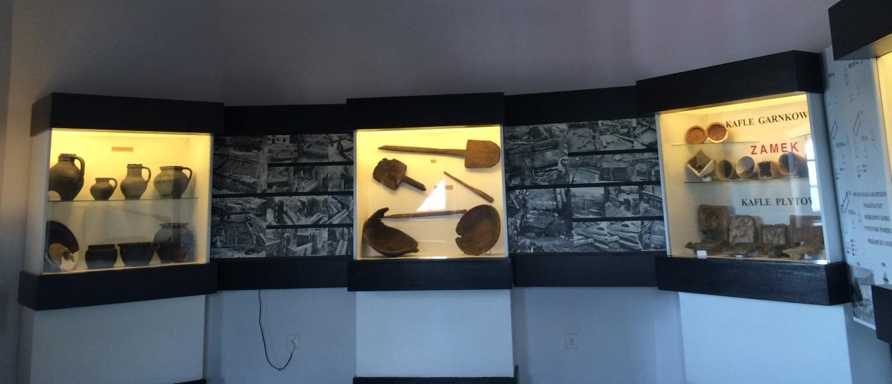 Jedno z pięter wystawy muzeum w Pułtusku mieszącego się w wierzy ratuszowej.