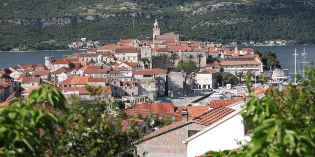 Widok na Korculę ze wzgórza nad miastem