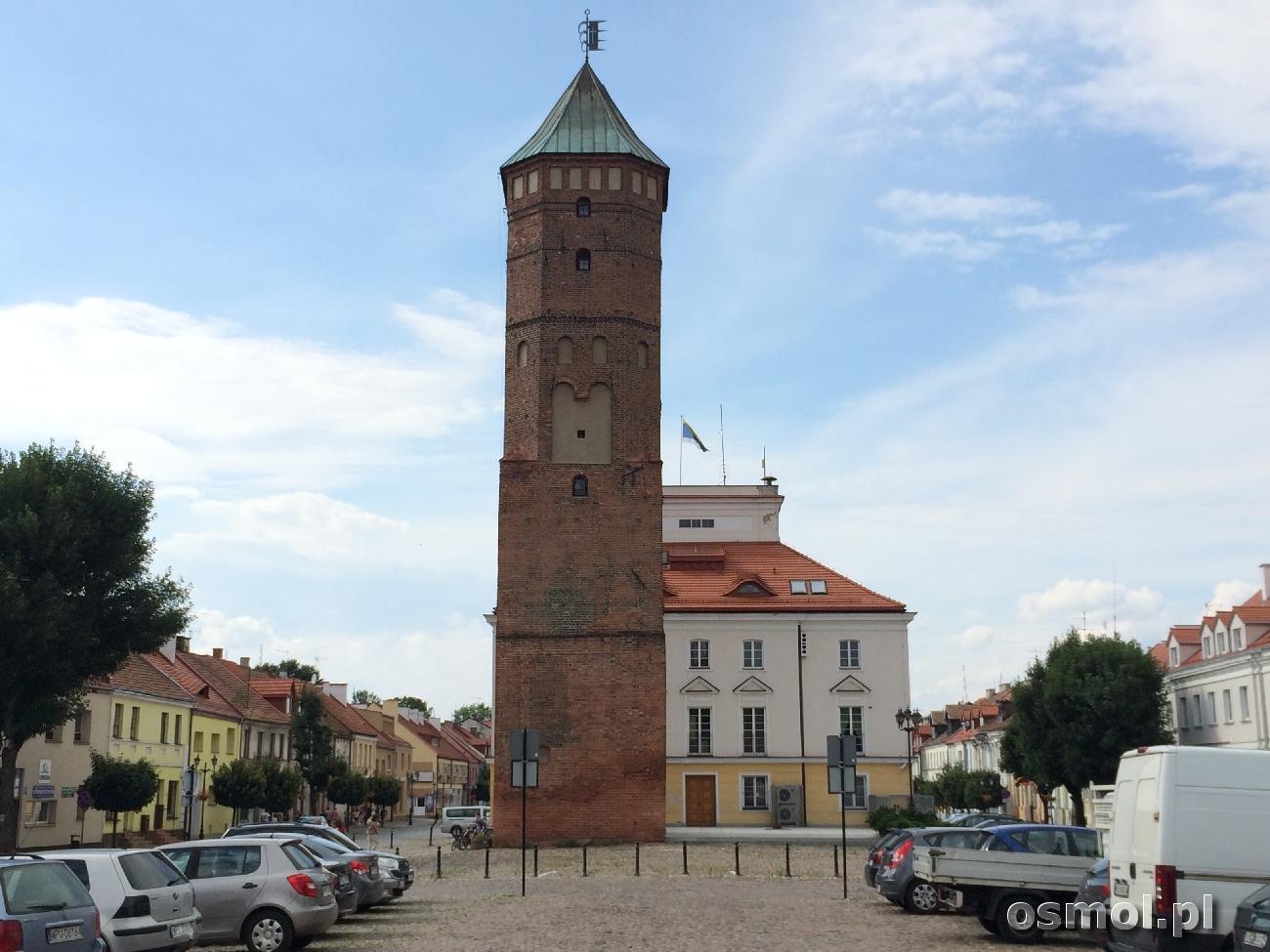 Wieża ratuszowa widziane od strony Domu Polonii czyli dawnego zamku.