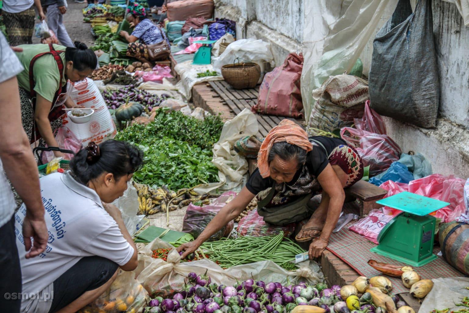 Handel na straganie w Luang Prabang