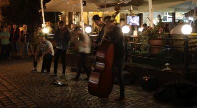Nocny koncert na ulicy Lwowa