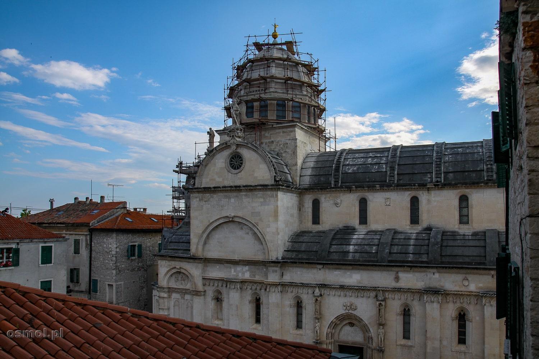 Widok na dach katedry św. Jakuba w Szybeniku