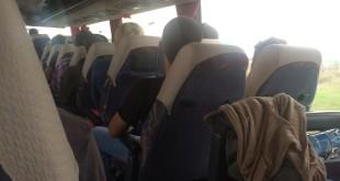 W autobusie turyści to nieliczna grupa, większość podróżnych ściska w dłoni paszport Ukrainy i pozwolenie na pracę w Polsce.