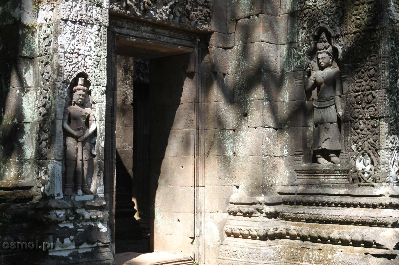 Rzeźby w Wat Phou blisko Champasak