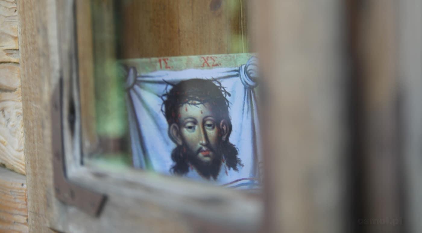 Wizerunek Chrystusa w oknie w skansenie we Lwowie