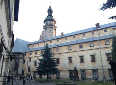 Jeden z kościołów we Lwowie na tyłach arsenału