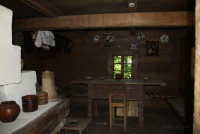 Wnętrze chaty w Gaju Szewczenki