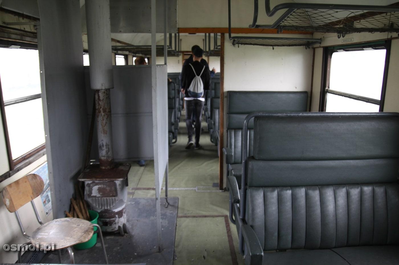 Takich wagonów z piecykiem na węgiel w środku już nie pamiętam, a przecież jeszcze kilkadziesiąt lat temu przemierzały także polskie szlaki kolejowe.