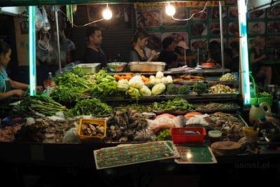 China Town w Bangkoku stoisko z jedzeniem na ulicy
