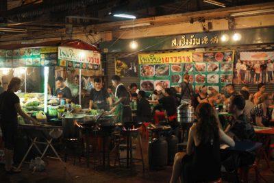 Restauracja na ulicy w China Town w Bangkoku