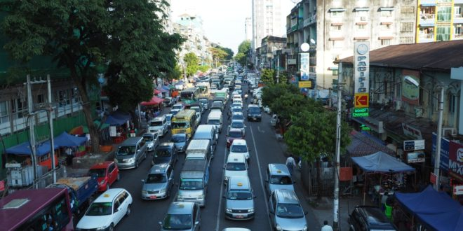 Korek samochodowy w Rangunie