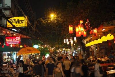 Turyści na Soi Rambuttri w Bangkoku
