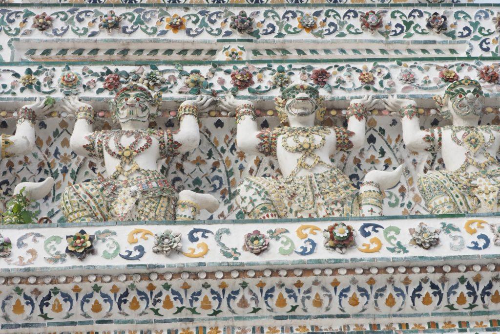 Zdobienia w Wat Arun Bangkok