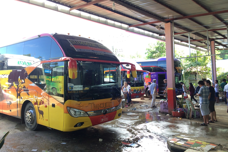 Autobus długodystansowy w Birmie