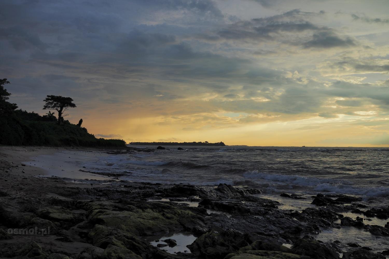 Plażą Chaung Tha w Birmie