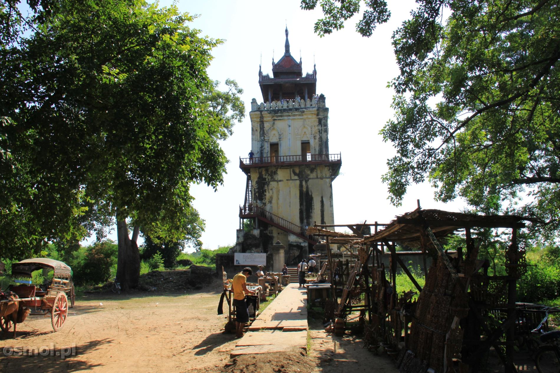 Inwa wieża pozostala z dawnego palacu