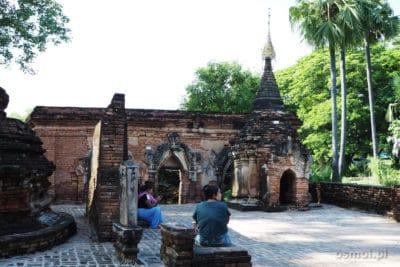 Ruiny w Ava