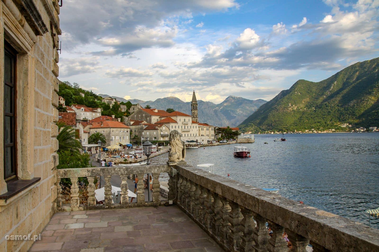 Widok na Perast z muzeum morskiego. Czarnogóra