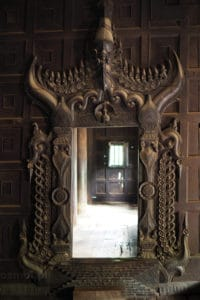 Drzwi w klasztorze Bagaya - Inwa