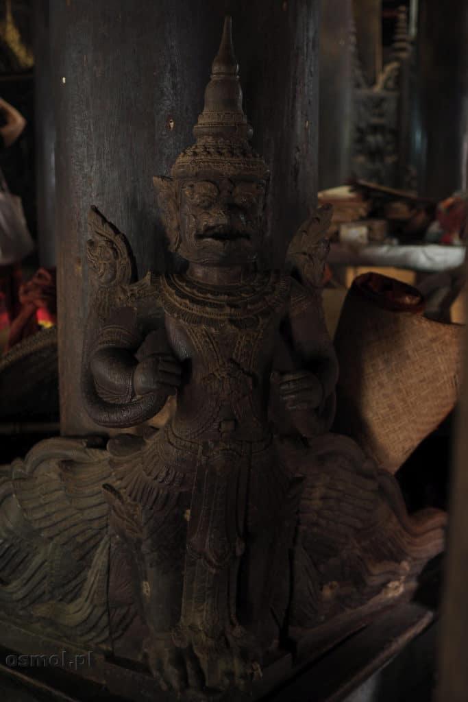 Drewniane zdobienia klasztoru w Birmie - Inwa