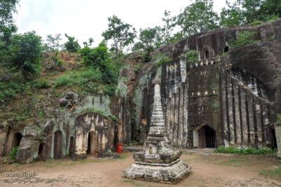 Przed jaskinią w Pho Win Daung