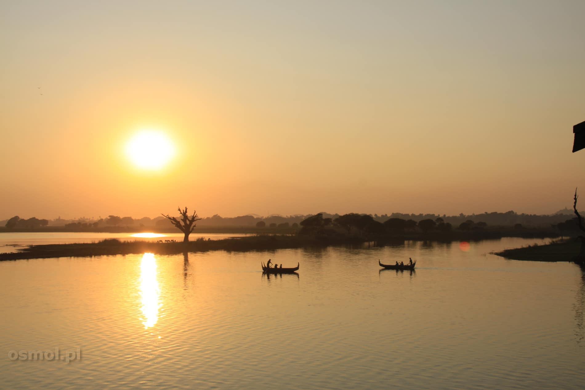 Zachód słońca nad jeziorem widziany z mostu... czy to nie idealna pora i klimat na oświadczyny? :)
