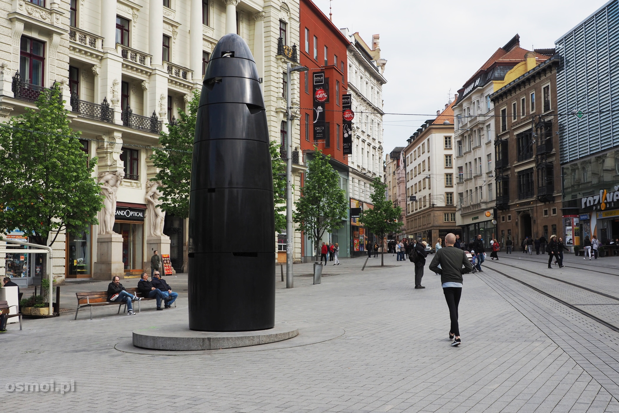 Zegar słoneczny budzący jednoznaczne skojarzenia u turystów i mieszkańców Brna