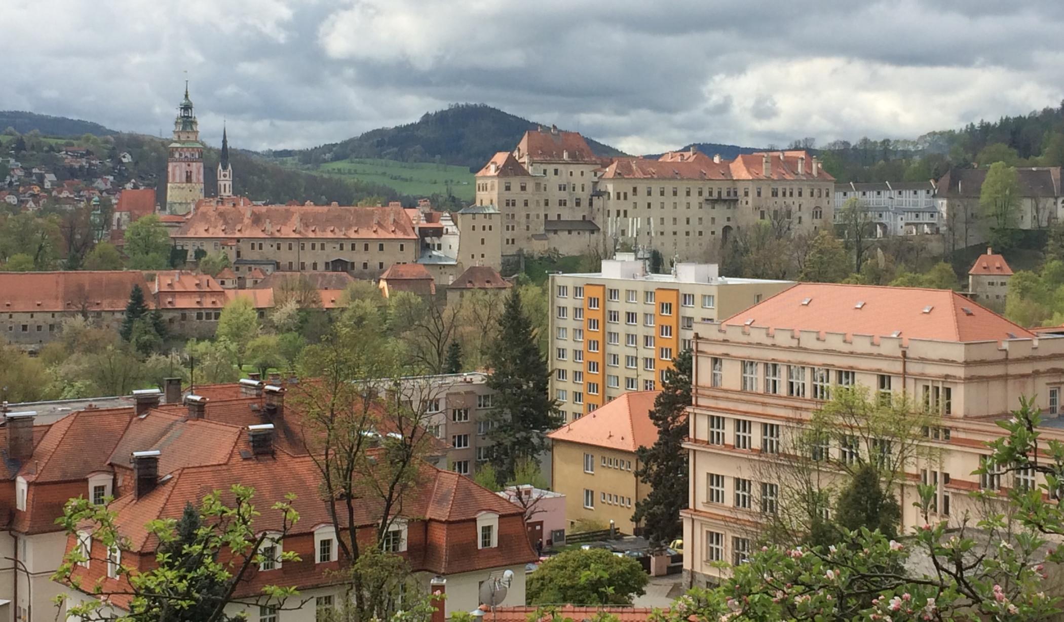 Bloki przesłaniające zamek, to na pewno nie jest marzenie turystów przyjeżdżających oglądać zabytkową twierdzę.
