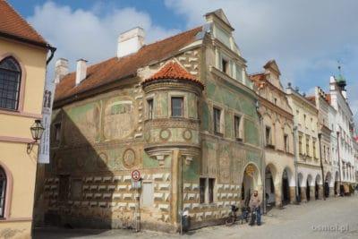 Piękna, malowana kamieniczka w Telczu Czechy