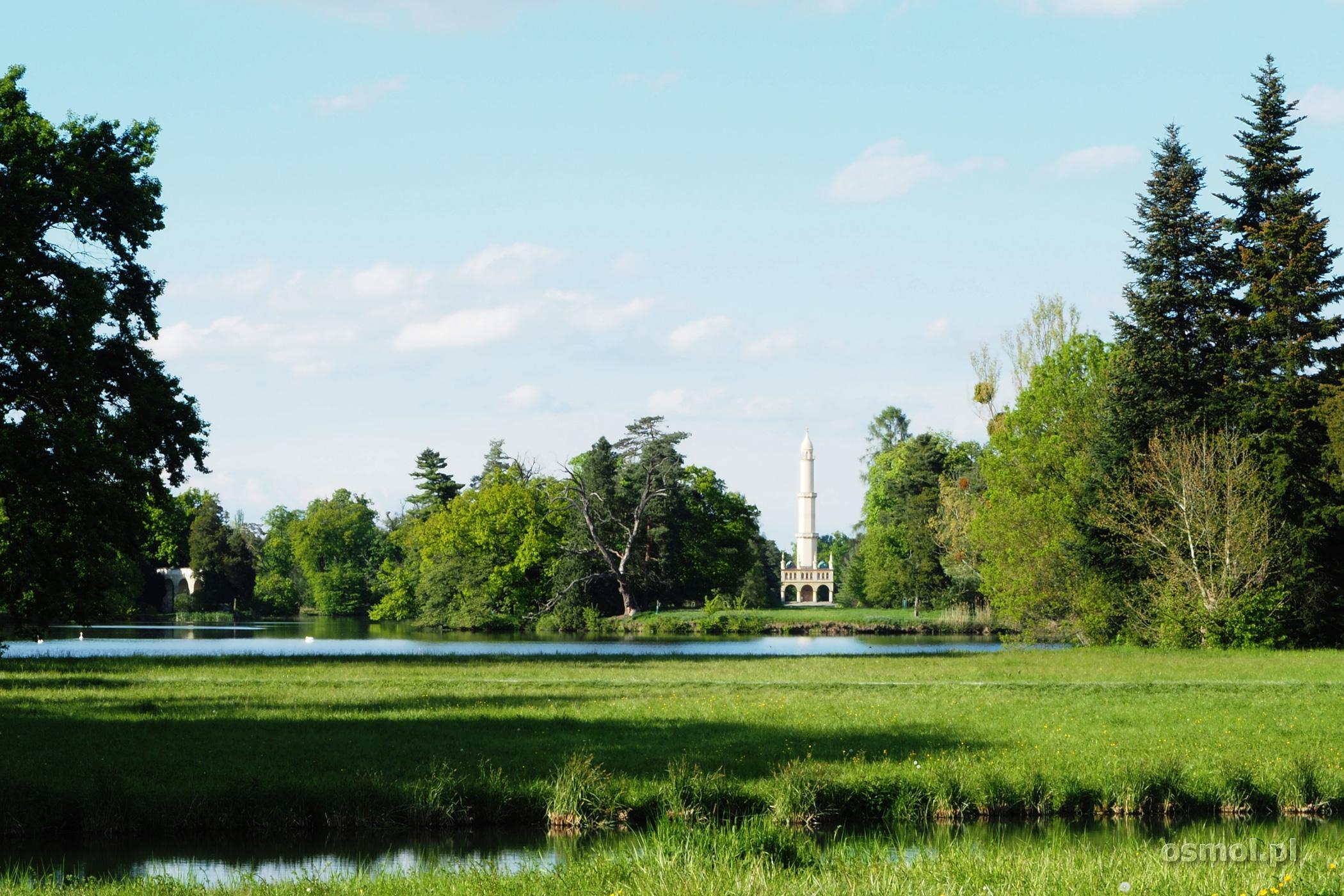 minaret w parku w Lednicach w Czechach