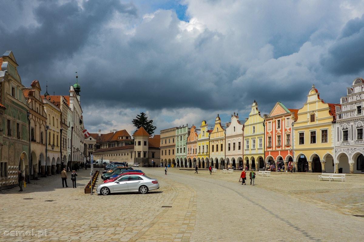 Rynek i kolorowe kamieniczki w Telczu