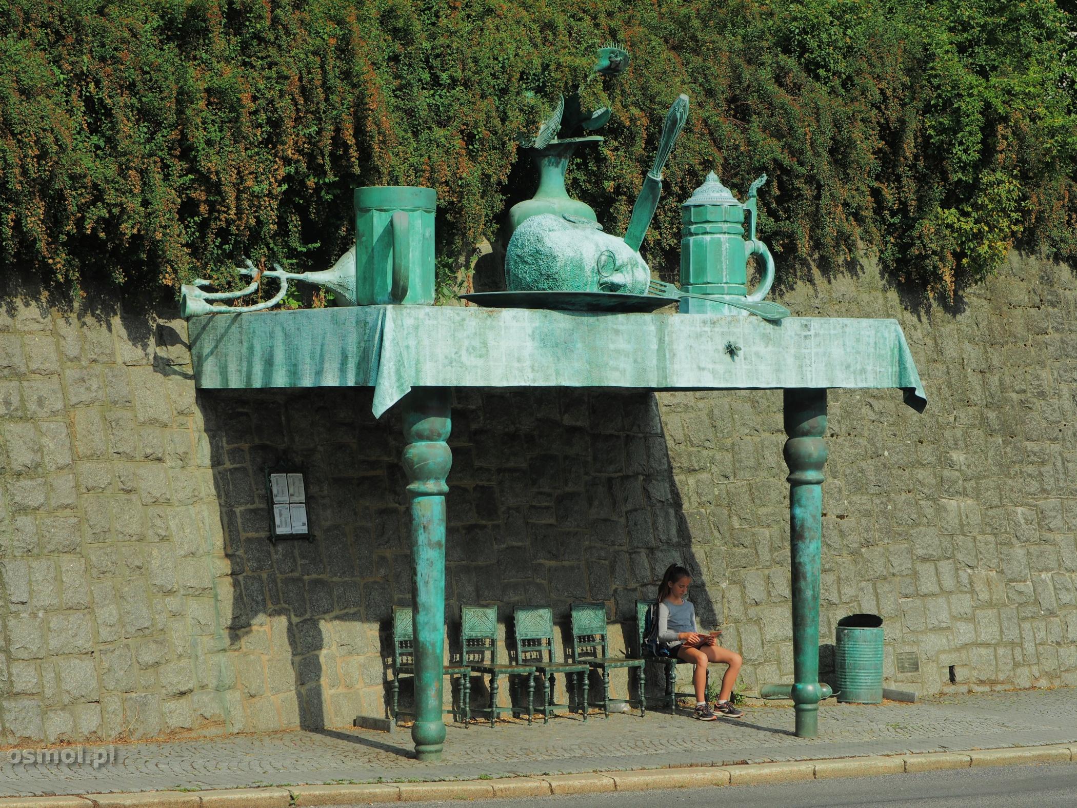 Rzeźba czy raczej instalacja Davida Cernego w Libercu