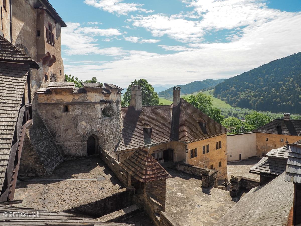 Widok na okolicę z murów Zamku Orawskiego. Co by nie mówić, mieszkańcy twierdzy mieli na co dzień piękny widok!