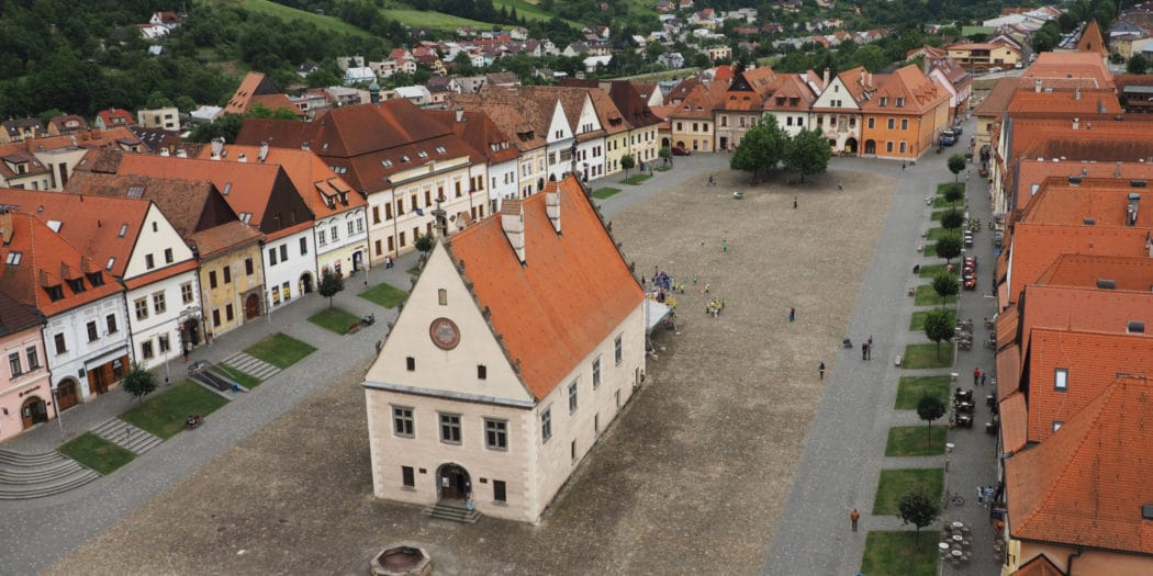 Rynek w słowackim Bardejovie widziany z wieży kościoła św. Idziego