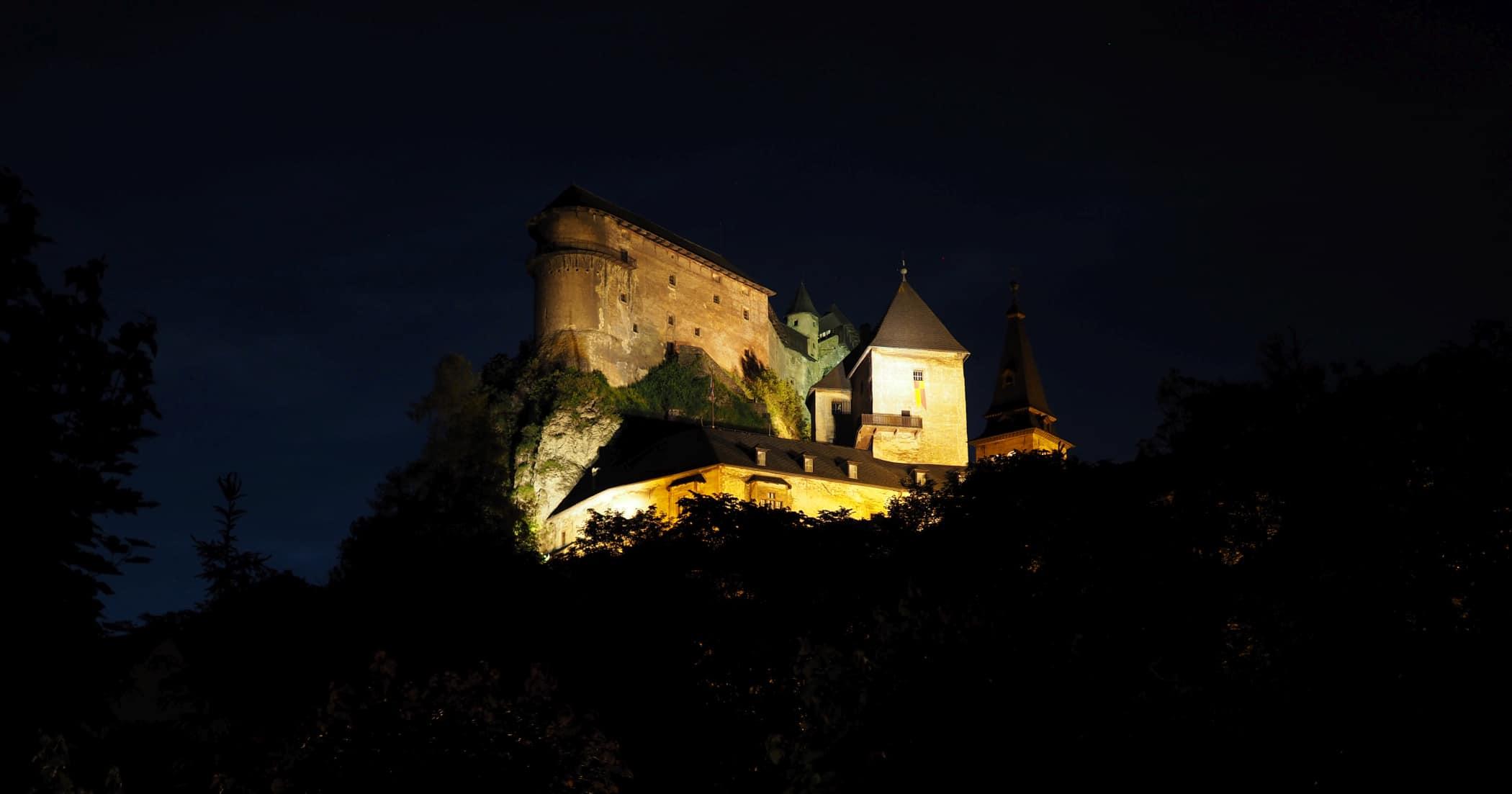 Zamek Orawski na Słowacji nocą