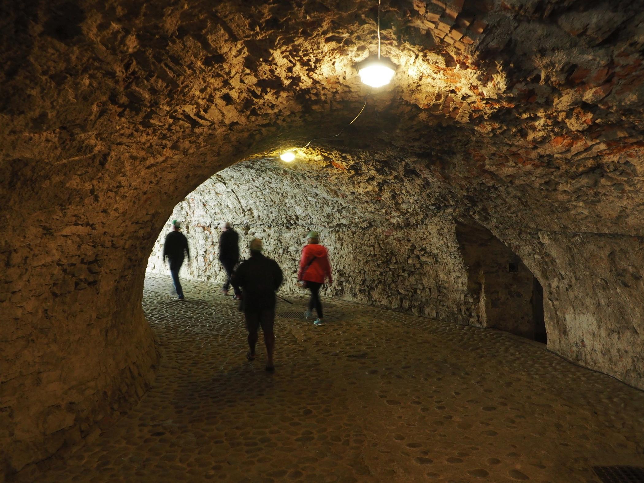 tunel wiodący do Zamku Orawskiego