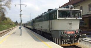 Pociąg Ceske Drahy na peronie stacji Czeski Krumlow