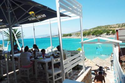 Bar przy plaży w Ksamilu Albania