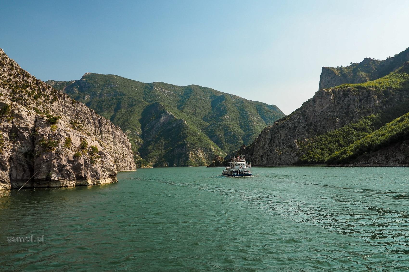 Jezioro Koman w Albanii
