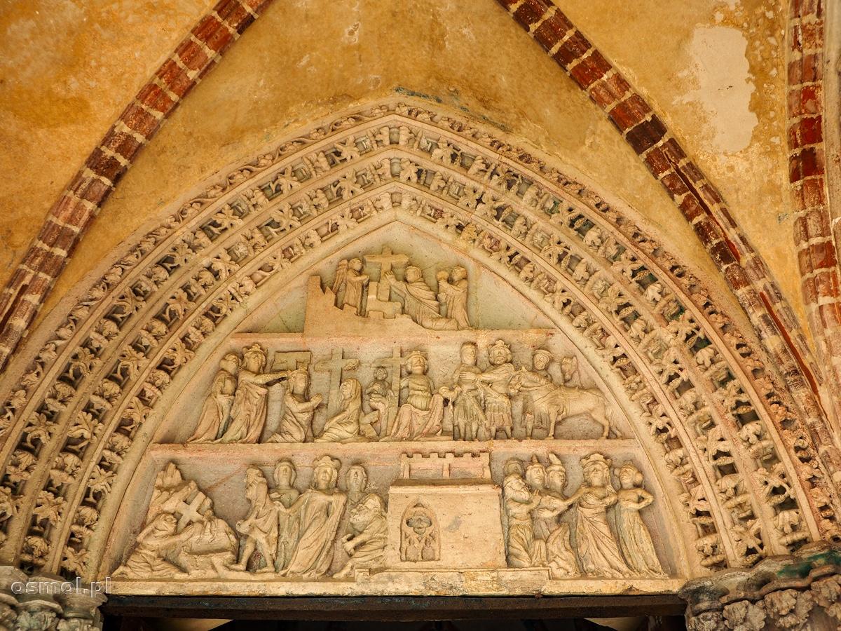 Ozdoby nad wejściem w salach Zamku Krzyżackiego